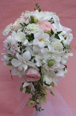 花ギフト フラワーギフト 誕生日 花 カノシェ話題 スタンド花 ウエディングブーケ 花束 花屋 八芳園フリーシ&#12441