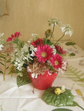 花ギフト|フラワーギフト|誕生日 花|カノシェ話題|スタンド花|ウエディングブーケ|花束|花屋|いちご3