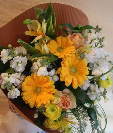 花ギフト フラワーギフト 誕生日 花 カノシェ話題 スタンド花 ウエディングブーケ 花束 花屋 kiiro