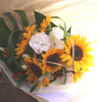 花ギフト|フラワーギフト|誕生日 花|カノシェ話題|スタンド花|ウエディングブーケ|花束|花屋|ひまわりかおるさん