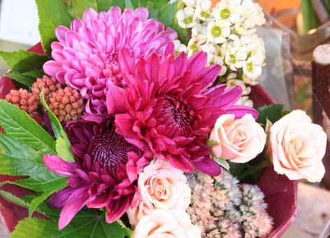 花ギフト フラワーギフト 誕生日 花 カノシェ話題 スタンド花 ウエディングブーケ 花束 花屋 赤菊