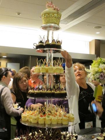 花ギフト|フラワーギフト|誕生日 花|カノシェ話題|スタンド花|ウエディングブーケ|花束|花屋|cake1