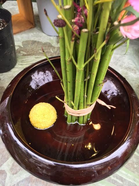 花ギフト フラワーギフト 誕生日 花 カノシェ話題 スタンド花 ウエディングブーケ 花束 花屋 水面