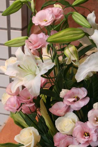 花ギフト|フラワーギフト|誕生日 花|カノシェ話題|スタンド花|ウエディングブーケ|花束|花屋|ゆり2