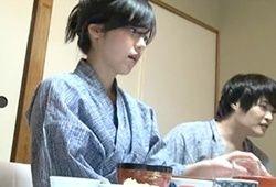 岡咲かすみ 成田愛 温泉レポーターの美人妻が打ち上げで泥酔して犯される一部始終…