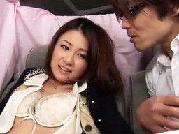 美人妻をアンケートと言ってナンパして、その流れでラブホにいって着衣中出しSEX!