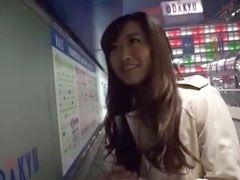【人妻ナンパ】新宿でアンケートナンパしたスレンダー微乳若妻にお約束の無許可中出し♪
