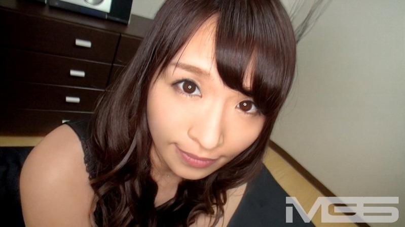 サキ 25歳 カーディーラー受付嬢 - 極上で色気ムンムンなフェロモンを醸し出すセクシーなシロ...