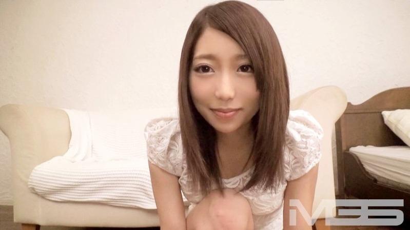 真希 19歳 カラオケ店のアルバイト - 見た目は清楚系で実は超エロくてH大好きな最高級シロウ...