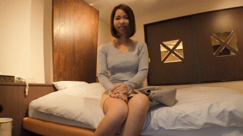 清楚で巨乳な美女をホテルに誘い、2人がかりで襲っちゃう☆