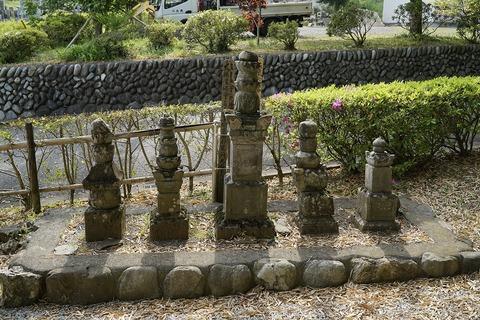 長光寺岡部氏墓地2