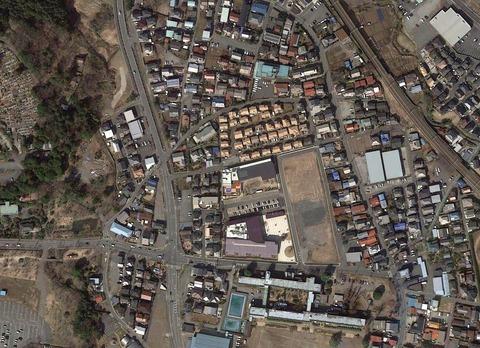 天覧山駅とニコニコ池2