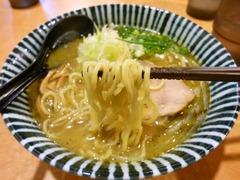 札幌直伝屋_味噌らーめん(麺)_201512