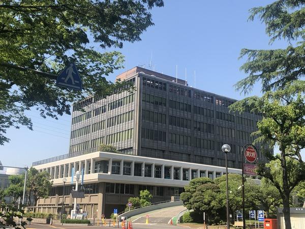 戸田市役所(春)