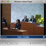 戸田市議会で委員長報告を行うさいとう直子市議