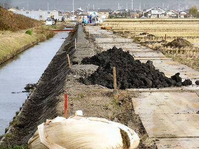 寺川水路溝畔の補修工事