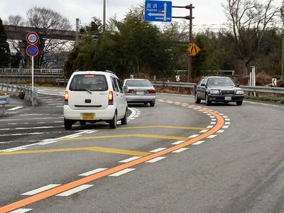 天野川橋に進入する車