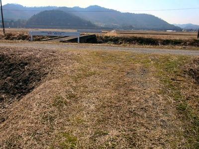 加田今町の農道から舟崎側の農道を見る