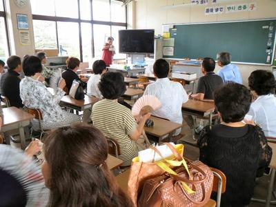 坂田小学校教室にて