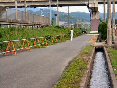 坂田駅西口の水路