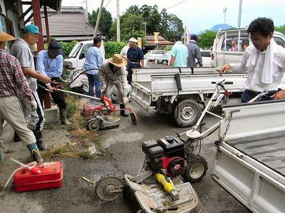 草刈り機の積み込み