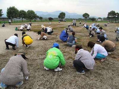 世継健康広場の草むしり