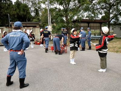 女性消防隊の訓練