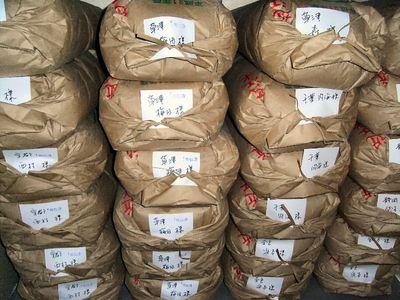 発送を待つ収納庫内の米
