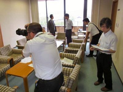 立候補予定者の新聞用写真撮影