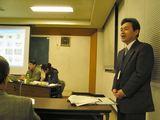 司会は区長会事務局の近江市民自治センター長