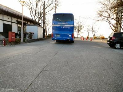 出ていく観光バス
