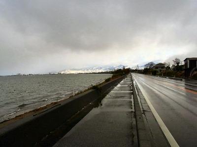 今朝の湖岸道路