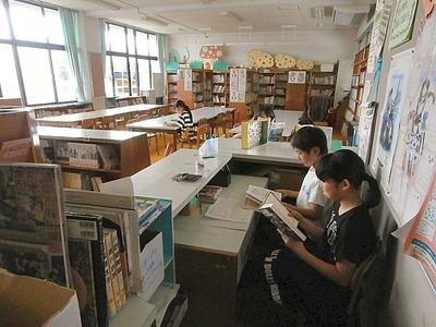 坂田小学校図書館