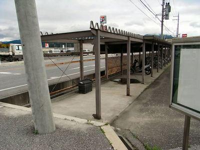 コンクリート壁が撤去された駐輪場