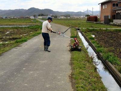 農道(通学路)の機械除草