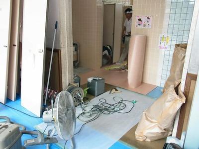 坂田小学校トイレの補修