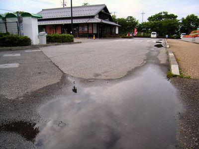 雨上がりの母の郷文化センター