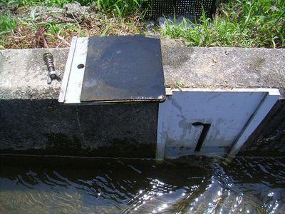 止水板の裏