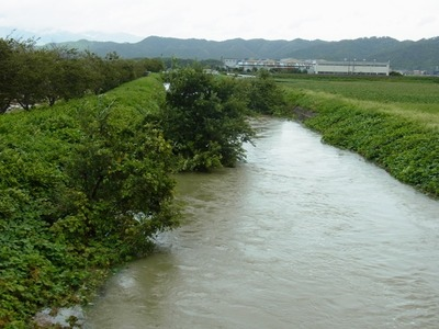 土川落合橋から上流をのぞむ
