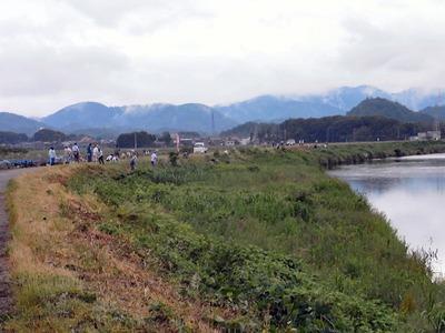 天野川堤防の除草