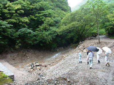 霊山の堰堤