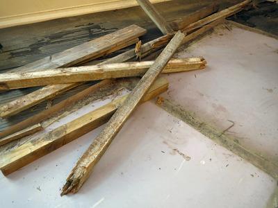 腐った木材の取り外し