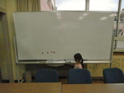 双葉中学校の図書室ホワイトボード