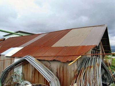 農具小屋の屋根