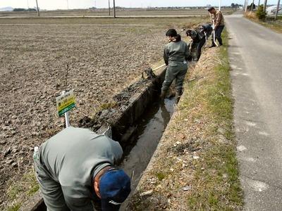用水路の泥上げ