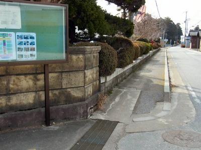 坂田小学校前の歩道