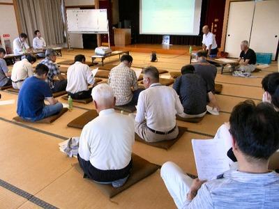 農業組合の農地集約に向けた会議