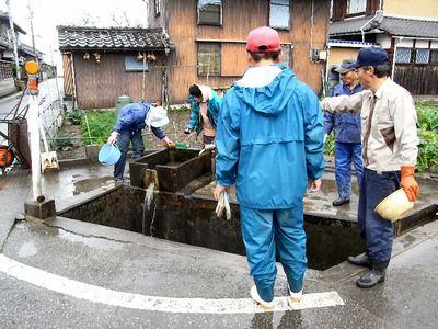 共同井戸の清掃