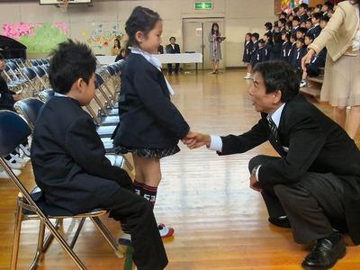 校長先生と握手