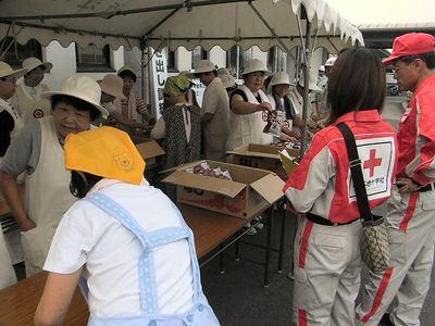 赤十字奉仕団と女性の会の皆さん